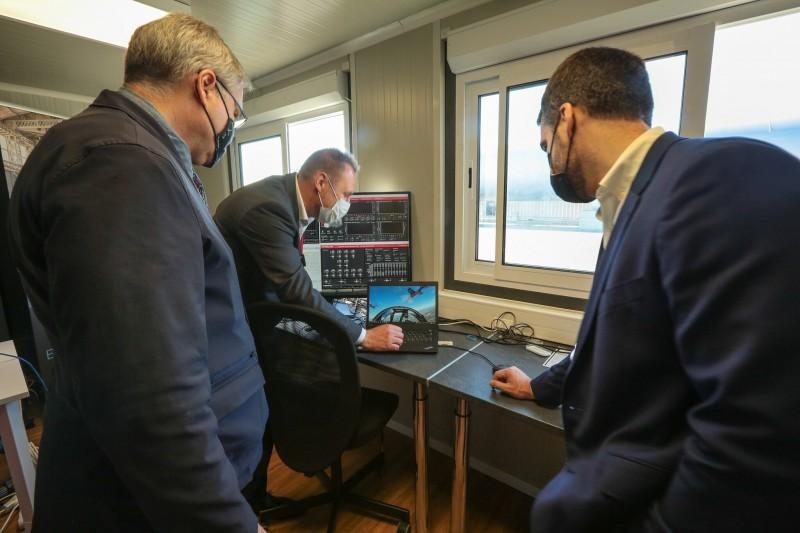 Equipe da empresa demonstrou funcionamento do sistema de transporte: US$ 55 milhões investidos no desenvolvimento do projeto